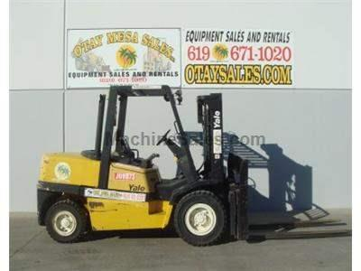 11000LB Forklift, Pneumatic Tires, Compact Mast, Diesel, Low Hour Truck