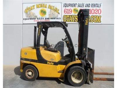 9000LB Forklift, Pneumatic Tire, Diesel Power, Positioner.