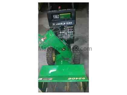 JOHN DEERE 924DE SELF-PROPELLED SNOW BLOWER