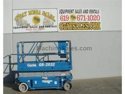 Scissorlift, Electric, 26 Foot Working Height, 20 Foot Platform, Narrow 32 Inch Width